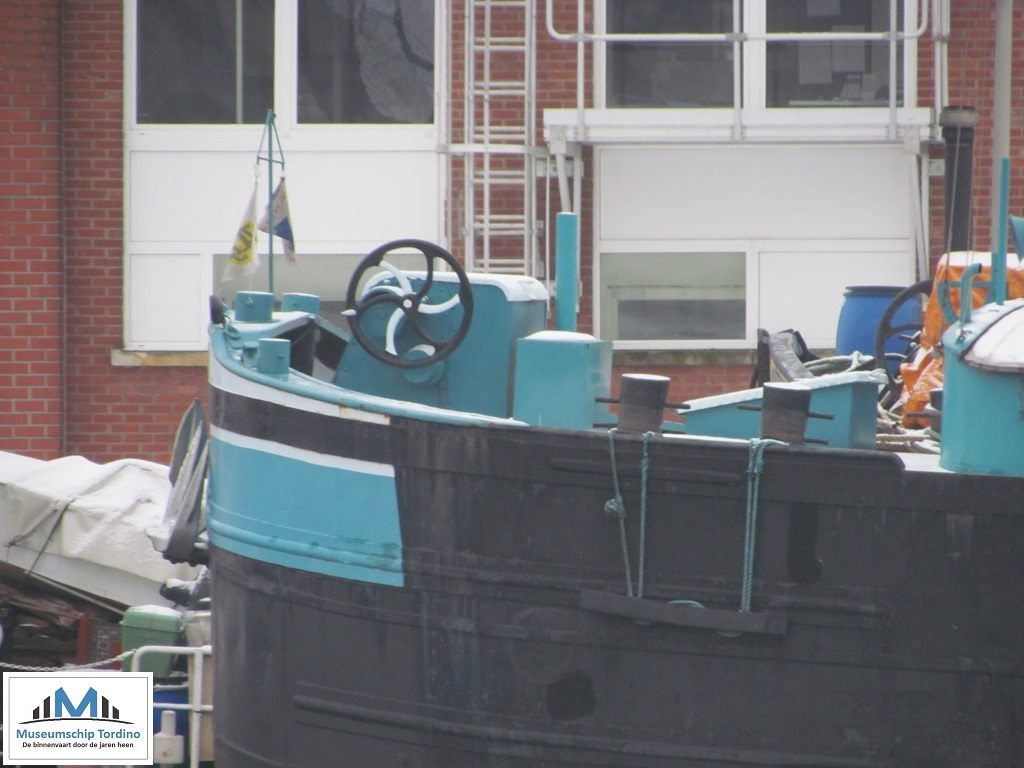 Motorspits Patricia in het Lobroekdok te Antwerpen op 26 januari 2013