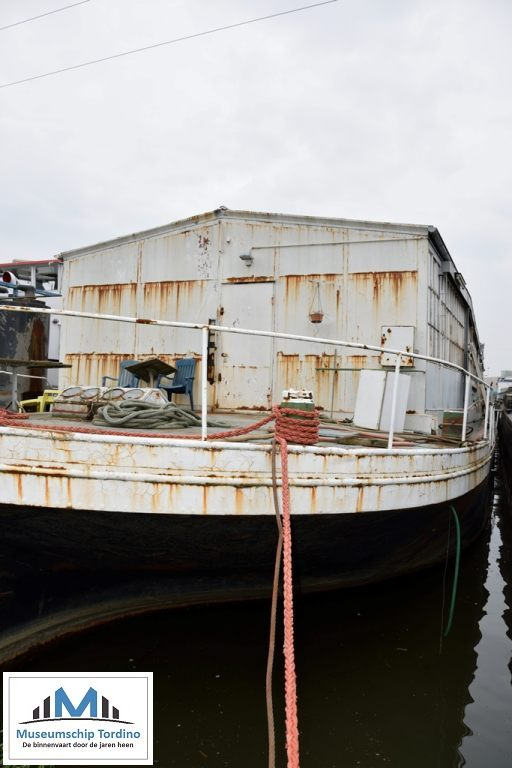 Het werkschip Salve Regina in het Straatsbrugdok te Antwerpen op 19 augustus 2016