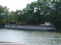 De Mars, omgebouwd als woonschip, aangemeerd aan de Wiedauwkaai te Gent op 8 augustus 2004