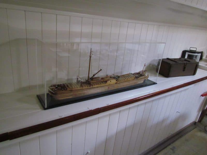 Maquette van een houten waal