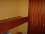 Detail van één van de legplanken in de slaapkamer