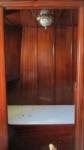 foto van de slaapkamer aan stuurboordzijde. Op de naden van de fineerpanelen werden hardhouten lijstjes geplaatst