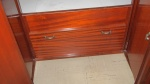 Detailopname van één van de kasten onder het bed